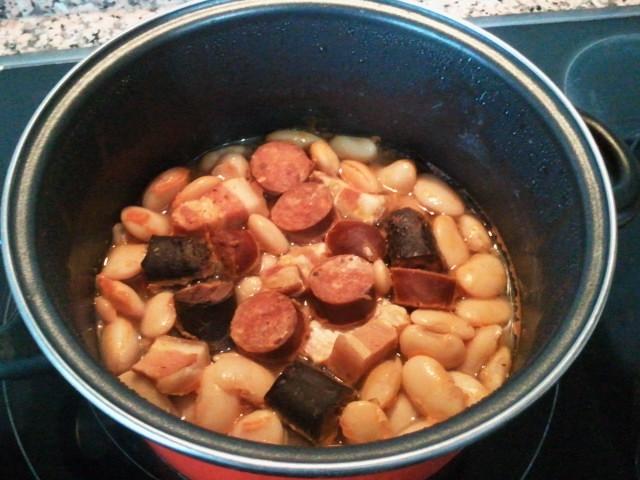 Alubión de La Granja con chorizo, morcilla y panceta