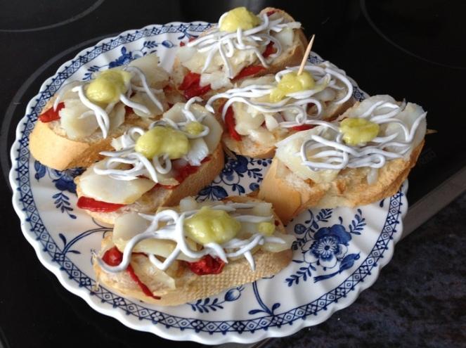 Tosta de bacalao con gulas