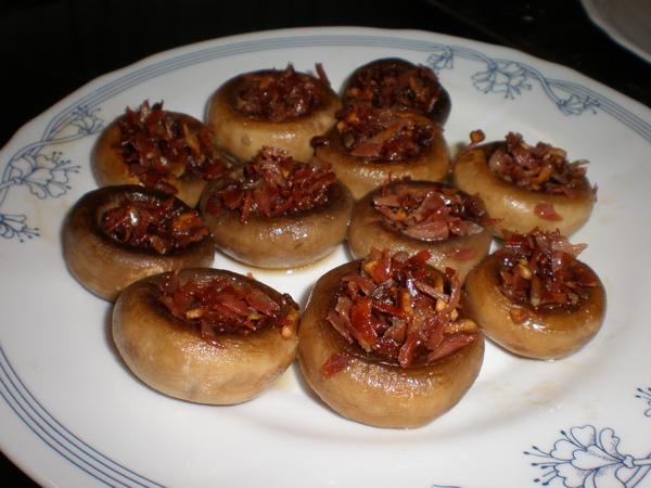 Champiñones rellenos de jamón