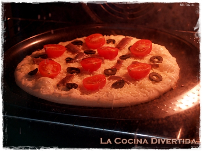 Pizza de tomates cherry y anchoa