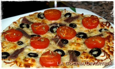 Pizza de tomates cherry y anchoas