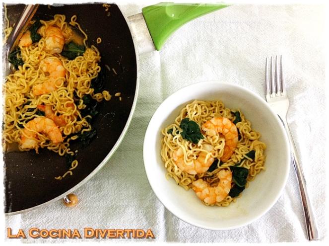 noodles con espinacas langostinos y soja