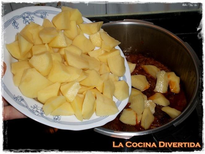 patatas con costilla adobada y niscalos
