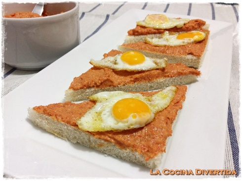 canapé de paté de chorizo con huevo de codorniz