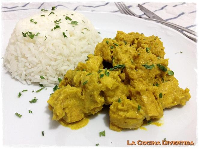 pollo al curry con arroz thai