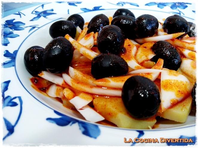 Ensalada de patata y aceitunas negras con pimentón