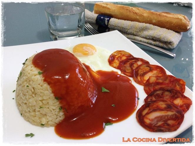 Piñones de pasta a la cubana