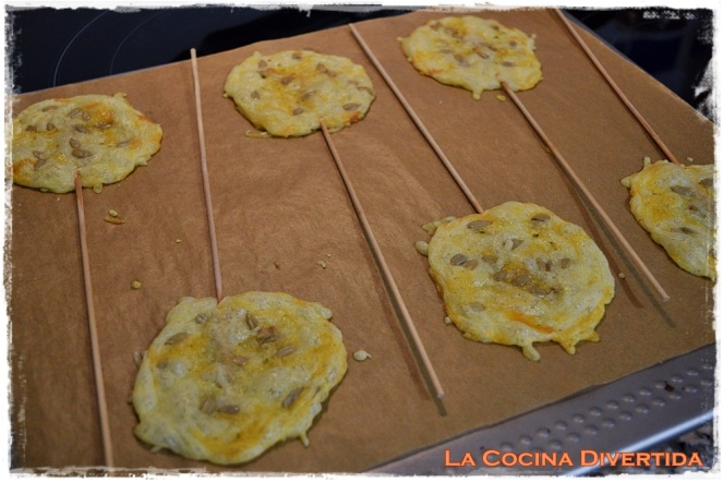 piruletas de queso con pipas