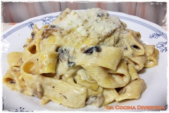 tallarines con champiñones y queso gorgonzola