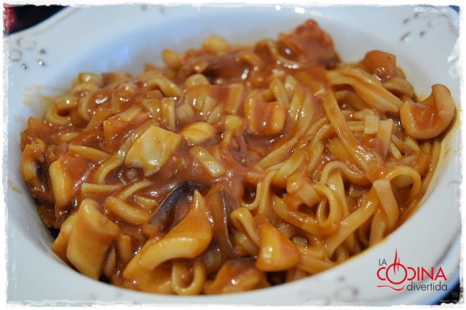 espaguetis arroz calamares tomate soja tamari