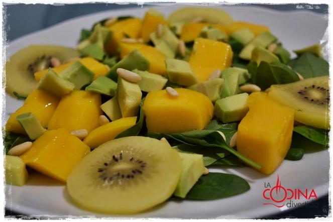 ensalada de espinacas con mango kiwi y aguacate