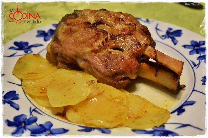 codillo asado con patatas