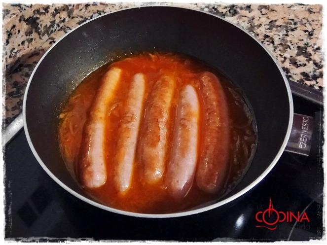 salchichas de pollo con tomate y vino añejo de Serrada