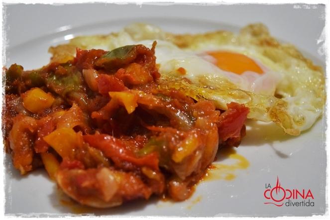 fritada pimientos con huevo frito